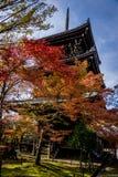 Templo de Shinnyodo en otoño en Kyoto fotos de archivo
