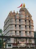 Templo de Siddhivinayak en la opinión del cierre de Bombay hacia fuera del lado Imagen de archivo libre de regalías