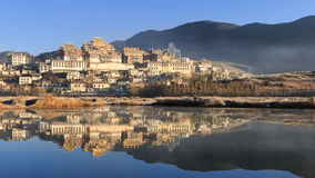 Templo de Songzanlin, monastério de Ganden Sumtseling, um monastério budista tibetano na cidade Shangri-La de Zhongdian, provínci Foto de Stock Royalty Free