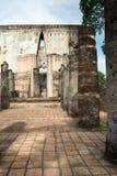 Templo de Sukhothai - de Wat Sri Chum - buddha na câmara Fotos de Stock
