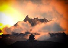 Templo de Sun - capilla budista en la representación de Himalaya 3d Imágenes de archivo libres de regalías
