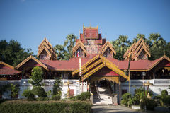 TEMPLO DE TAILANDIA LAMPANG WAT SRI RONG MUANG Fotografía de archivo libre de regalías