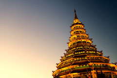 Templo de Tailandia por la tarde sin el sol Fotos de archivo libres de regalías