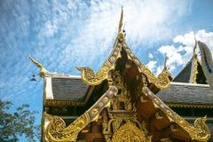 Templo de Thais con el cielo azul Imagen de archivo