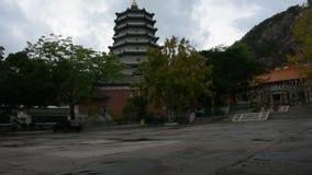 Templo de Tiantan en Tian Tan Garden en la ciudad de Shantou en Chaozhou, China almacen de video