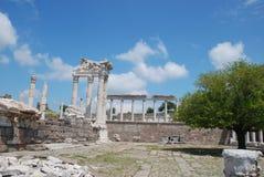Templo de Traianus (Trajan) en acrópolis pergoman Imagen de archivo libre de regalías