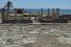 Templo de Triada Capitolina en Roman City Baelo Claudia Dating en el siglo II A.C. Foto común, imagen e imagen libre de los derec imagen de archivo