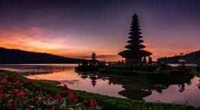 Templo de Ulundanu, Bali Indonésia imagem de stock