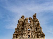 Templo de Vittala em Hampi, torre arruinada imagem de stock royalty free