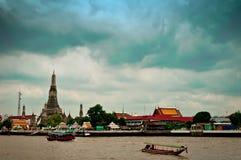 Templo de Wat Arun em Banguecoque - Tailândia Fotos de Stock Royalty Free