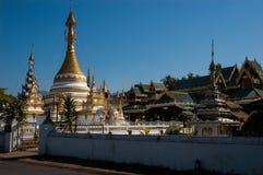Templo de Wat Jong Klang y de Wat Jong Kham, Mae Hong Son City, Nort Fotos de archivo