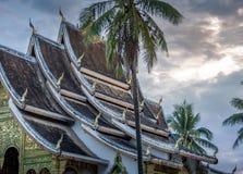Templo de Wat Mai y prabang Laos del luang del monasterio Imagen de archivo libre de regalías