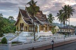 Templo de Wat Mai y prabang Laos del luang del monasterio fotos de archivo