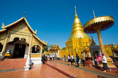 Templo de Wat Phra That Hariphunchai imagenes de archivo