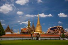 Templo de Wat Phra Kaew en Bangkok - Tailandia Imagen de archivo libre de regalías