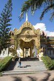 Templo de Wat Phra Maha Chedi Chai Mongkol Nong Phok em Roi Et, Tailândia Imagens de Stock Royalty Free