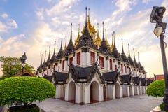 Templo de Wat Ratchanatdaram (Loha Prasat), Banguecoque, Tailândia Imagem de Stock Royalty Free