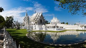 Templo de Wat Rong Khun en Chiang Rai Imágenes de archivo libres de regalías