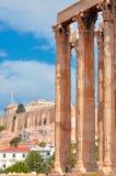 Templo de Zeus olímpico y de la acrópolis con Parthenon Fotografía de archivo libre de regalías