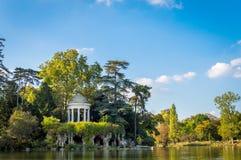 Templo del amor en el bosque de Vincennes Fotos de archivo libres de regalías