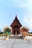 Templo del budismo la teca de la adoración en Tailandia Foto de archivo