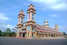Templo del Cao Dai en Vietnam Imágenes de archivo libres de regalías