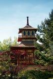 Templo del estilo japonés en parque británico Foto de archivo libre de regalías
