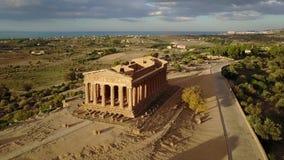Templo del griego clásico del siglo de Concordia V-VI A.C., valle de los templos, Agrigento, Sicilia almacen de video
