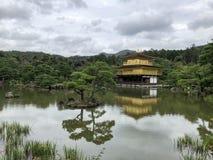 Templo del pabellón de oro en Kyoto Japón fotografía de archivo libre de regalías
