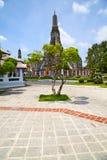 templo del pavimento en la incisión de Tailandia del árbol del templo imagen de archivo