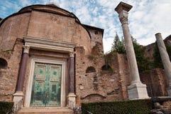Templo del romulus en el foro romano Foto de archivo