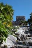 Templo del viento en las ruinas mayas de Tulum en la costa costa del Caribe de México fotos de archivo