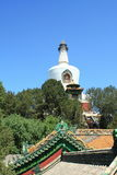 Templo del whitetower de Beihai Imagenes de archivo