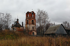 Templo dilapidado do ícone de Kazan da mãe do deus imagens de stock royalty free