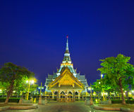 Templo do Assim-espinho de Wat na noite Fotografia de Stock