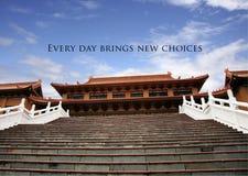 Templo do chinês tradicional com um provérbio positivo imagem de stock royalty free