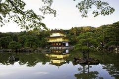 Templo do pavilhão dourado, Kyoto de Kinkakuji, Japão. Fotografia de Stock