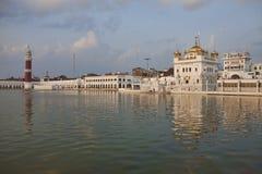 Templo do sikh de Tarn Taran no por do sol fotos de stock