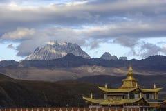 Templo dourado com jokul do yala Imagem de Stock Royalty Free