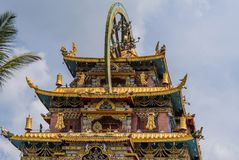 Templo dourado de Zangdog Palri do monastério budista de Namdroling, Co Imagem de Stock Royalty Free