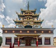Templo dourado de Zangdog Palri do monastério budista de Namdroling, Co Imagens de Stock Royalty Free