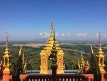 Templo dourado no céu Fotografia de Stock Royalty Free