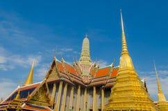 Templo e céu azul imagens de stock royalty free