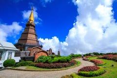 Templo e jardim Fotografia de Stock Royalty Free