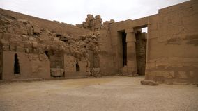 Templo egipcio de Karnak en Luxor almacen de metraje de vídeo