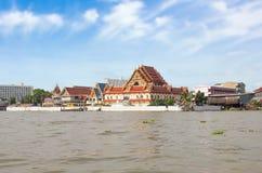 Templo em Chao Phraya River, Banguecoque do beira-rio, Tailândia Foto de Stock Royalty Free