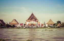 Templo em Chao Phraya River, Banguecoque do beira-rio, Tailândia Foto de Stock