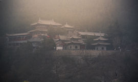Templo em grutas de Longmen imagens de stock royalty free