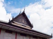 Templo em Tailândia com nuvem Fotografia de Stock