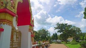 Templo en Asia, una capilla religiosa del budismo, un complejo de Buda del templo almacen de video